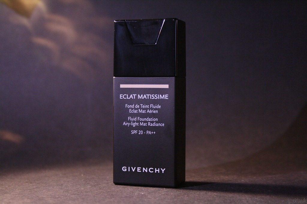 Skin Perfecting Mattifying Foundation de Celia para pele oleosa e mista